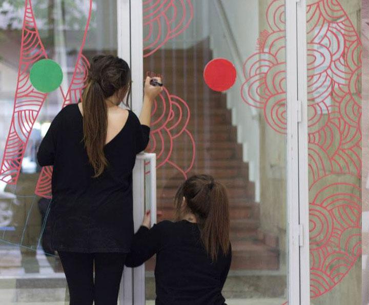 Convocatoria para la intervención de las puertas de la escuela de Artediez