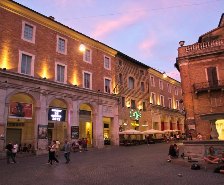 Urbino's Piazza della Repubblica on a quiet evening. ISU and ieiMedia Urbino project 2012.